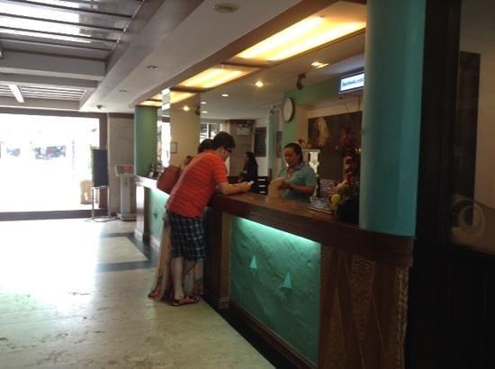 Patong Bay Garden Resort: lobby area