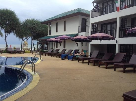 Patong Bay Garden Resort: pool area