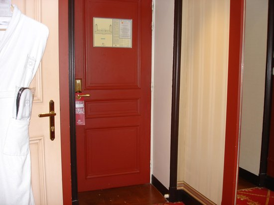 Hôtel Barrière Le Royal Deauville : l'entrée de la chambre