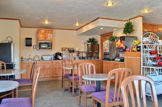 Crosswinds Inn: Our breakfast bar is available each morning