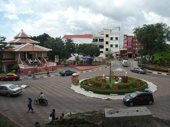 Malacca Heritage Centre : A view of the main street in Malacca
