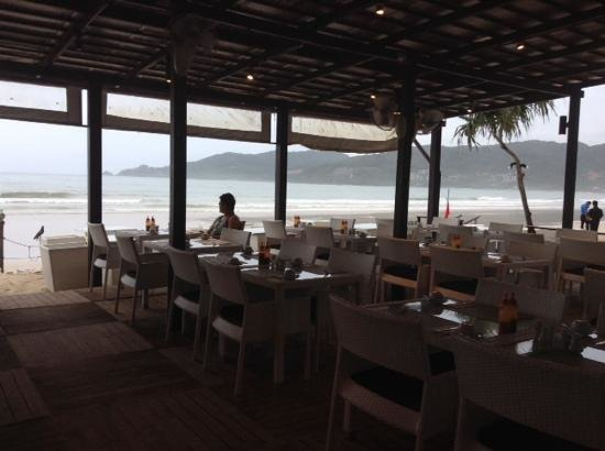 Patong Bay Garden Resort: ocean view during breakfast session