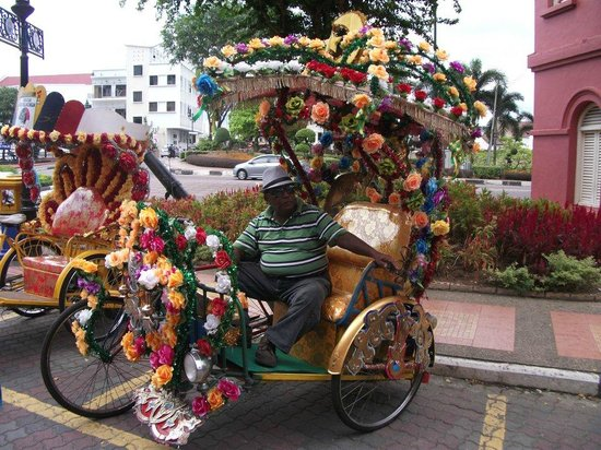 Malacca Heritage Centre : A Chitty rickshaw puller