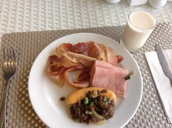 Patong Bay Garden Resort: breakfast