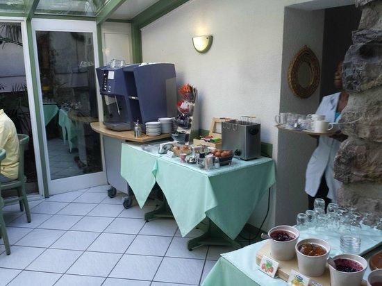 Hotel du Port: Frühstückraum links detail