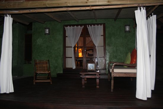 Laluna Hotel: Our little cottage at night