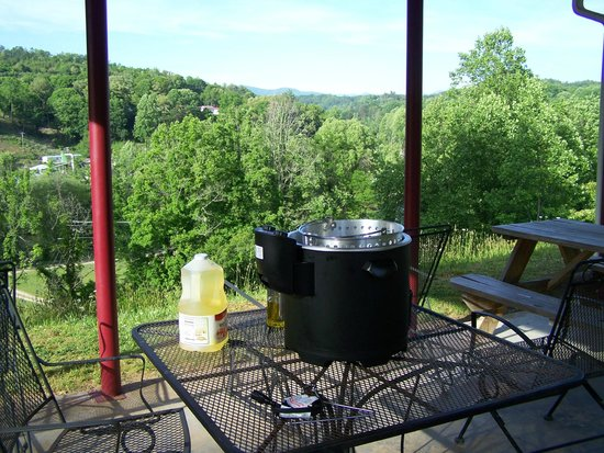 Scenic View Motel: frying up the trout