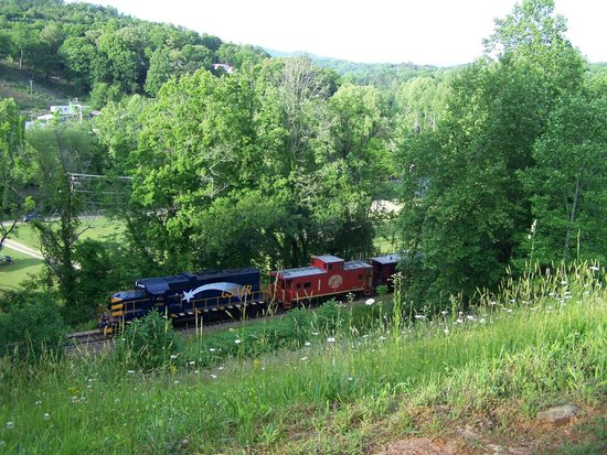 Scenic View Motel: Smoky Mountain Railroad going by