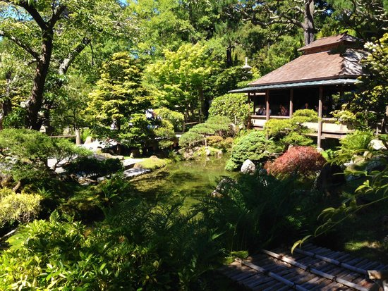 Japanese Tea Garden : View of the resturant