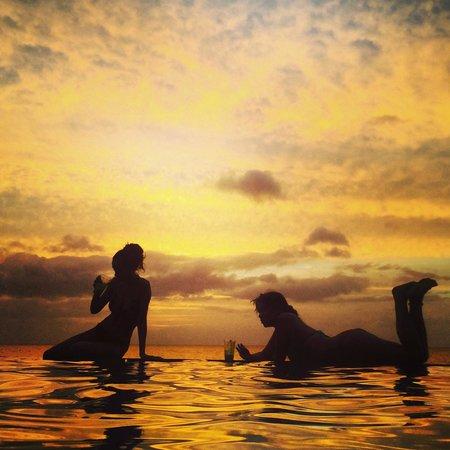Birdie's Nest: sunset infinity pool