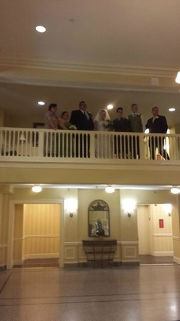 Stonewall Jackson Hotel and Conference Center: wedding party on mezzanine floor overlooking lobby