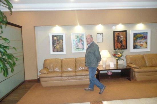 Crystal Palace Hotel: Saguão
