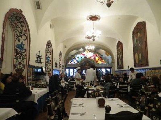 Cafe de Tacuba : Dining room