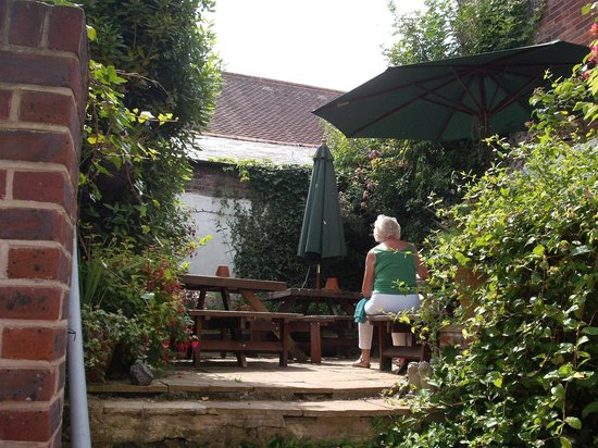 The Kings Arms: Beer garden
