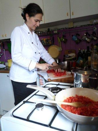 Cook Eat Italian : Manuela making sauce for the pasta