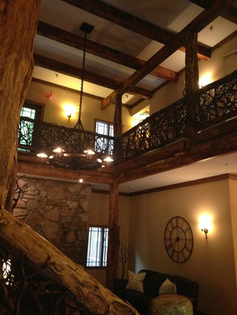 The Esmeralda Inn: Beautiful historic lobby