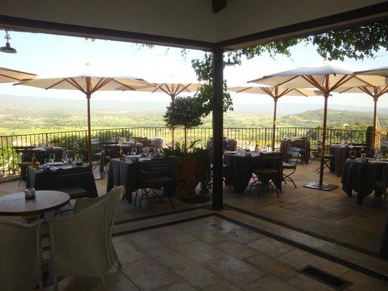 Hotel Crillon le Brave: The main dining terrace.