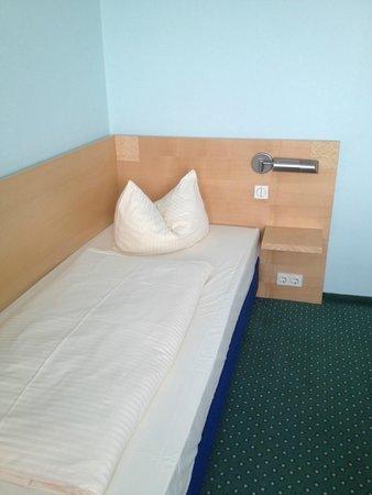 Hotel Königswache: Кровать
