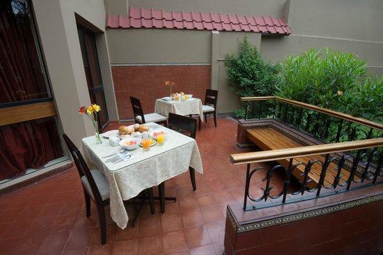 Hotel San Antonio Abad: Alrededor del jardin