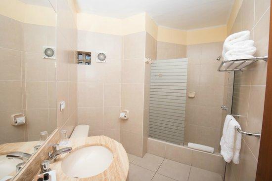 Hotel San Antonio Abad: Baño