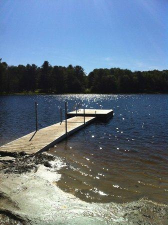Spring Lake Resort Motel and Restaurant: Great dock for swimming & tanning on Spring Lake.