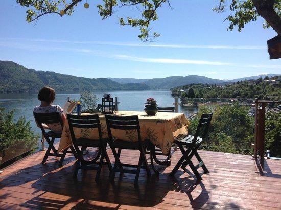 Fjordside Lodge: Relaxing at Fjordside
