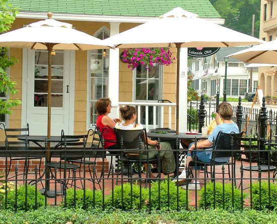 Hotel Lakeside: Patio at Coffee and Cream