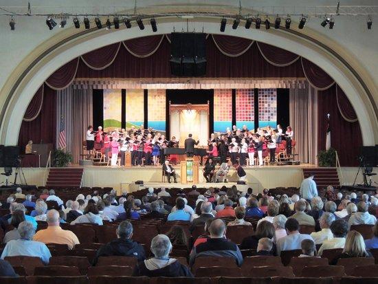 Hotel Lakeside: Worship at Hoover Auditorium