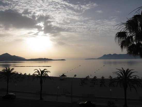 Hoposa Pollentia Hotel: Sunrise view from hotel room