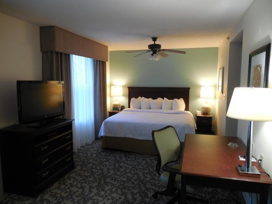 Homewood Suites by Hilton Montgomery : Bedroom