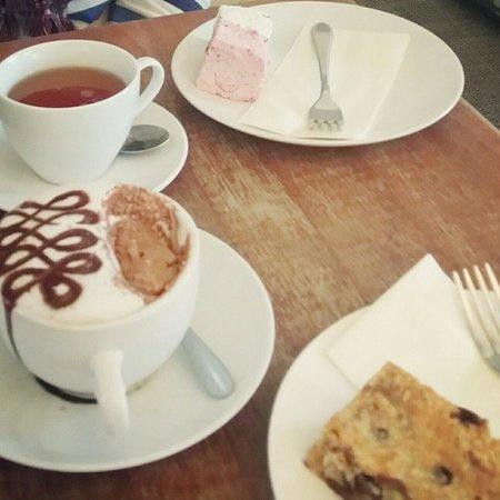 The Druie: amazing mocha, chocbit slice, earl grey and homemade vanilla & raspberry marshmallow NOM NOM