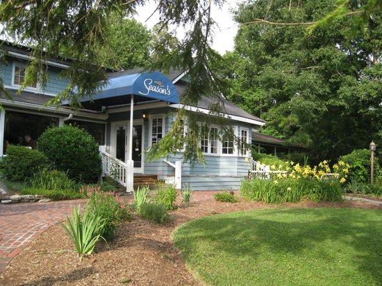 Season's at Highland Lake: entrance