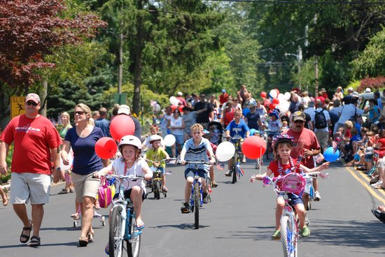 Lakeside Chautauqua: Children in the 4th of July parade