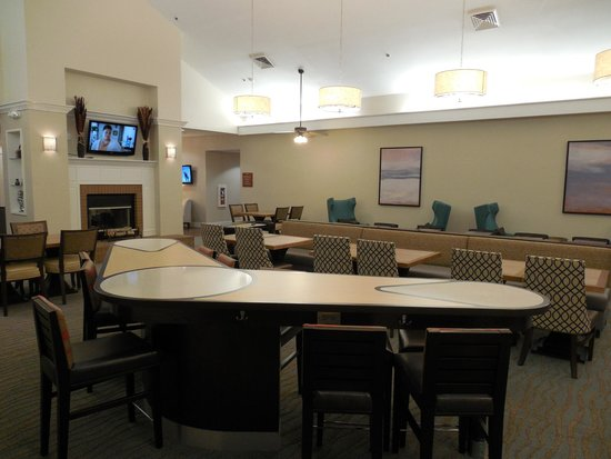 Homewood Suites by Hilton Montgomery: Breakfast eating area