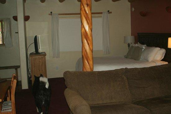 Abiquiu Inn: bedroom