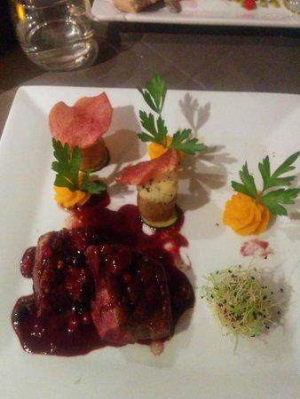 Le Caveau des Lys: Duck with Red Fruit and vegetables
