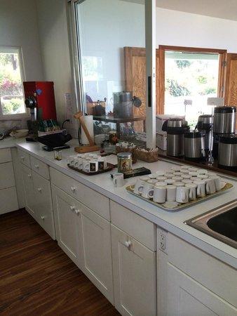 Hula Daddy Kona Coffee: Nice setup for sampling