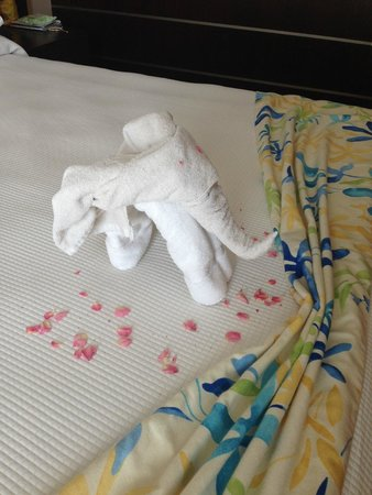 TUI SENSIMAR Oceanis Beach & Spa Resort: Towel-sculpture
