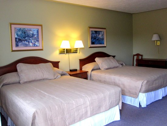 Manitoulin Inn: Two Queen Beds