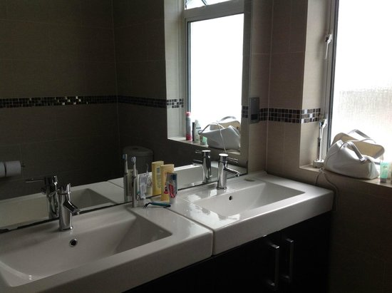 St. Brelades Bay Hotel: Sinks