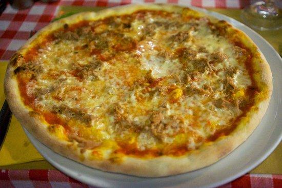 Ristorante Osteria N.1: Gute Pizza al Tonno