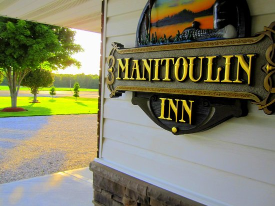 Manitoulin Inn: Sign made by hand