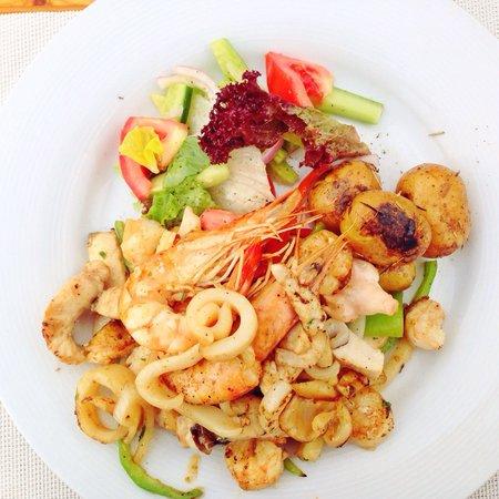 Buzz Bar: Amazing sizzling seafood!