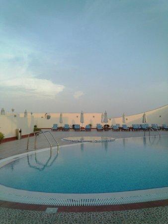 Cassells Al Barsha Hotel : Бассейн