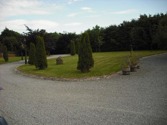 Moyglare Lodge Country House: grounds