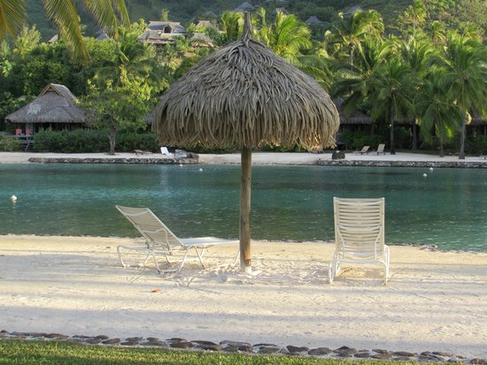 InterContinental Moorea Resort & Spa: beach by our room