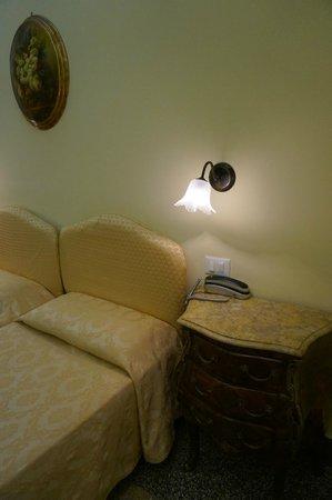 Welcome Piram Hotel : Спальня