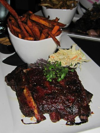 Simplicity Bistro: Ribs with sweet potato fries and coleslaw...absolutely delicious