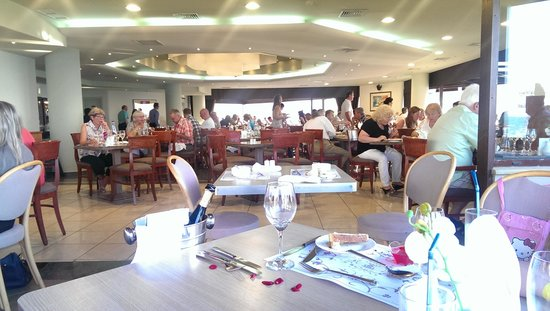 Porto Platanias Beach Resort & Spa : Inside the main restaurant