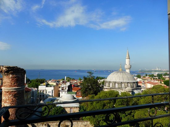 Ada Hotel Istanbul: Roof terrace overlooking sea